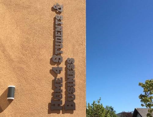 Home 4 Student & Business // Buchstaben auf Fassade